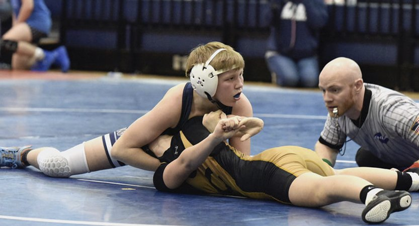 Read more about the article Woodland wrestling wins region, sends all 14 wrestlers to sectionals