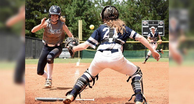 Woodland softball splits Saturday at tournament